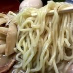 高田光幸 - 麺は結構太麺でモチモチとした食感です。