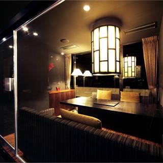 ガラス張りで解放感ある4~6名様個室。