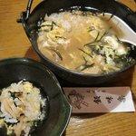 炭焼工房 飯味楽 - 鉄鍋で熱々な「鮭ぞうすい(\420)」。