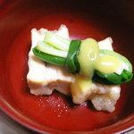中里の庵 沾 - 高野豆腐に海老と椎茸を挟んで揚げてわけぎに辛子酢味噌乗せ