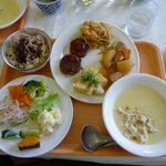菜食レストラン シャローム - バイキング料理の一例 スープも3種類、おかずは何種類もあり、おかわり自由です。