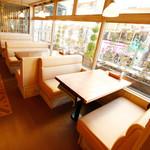 TAK CAFE - 4~6名様のソファテーブル席。