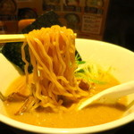 味噌ラーメンひぐまや - 森住製麺の中太縮れ麺