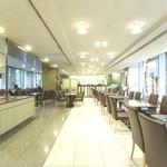 パティオ - ハートンホテル1Fのカフェレストラン