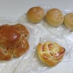 トレビ - 料理写真:この日は朝食用のパンを3種類買ってみました。