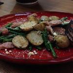 鉄火炉火 - ■【 温 菜 】 ◆粗挽きソーセージと春野菜のペッパーソテー