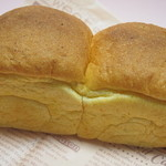 やさいパンのみせ まちのカフェVIVO - にんじん食パン