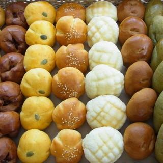 プロのベーカリー職人が素材にこだわって焼き上げた自家製パン!