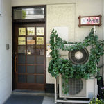 キッチンモモ - お店の入り口