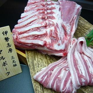 伊勢志摩三元豚や伊勢地鶏などお肉にもこだわっています!