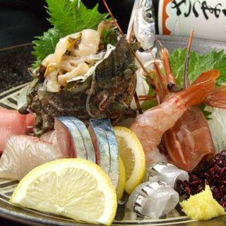 毎日長浜市場から仕入れる旬の魚介類が楽しめる!!