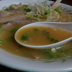 比翼 - 豚骨で出汁をとった、広島のラーメンですね。