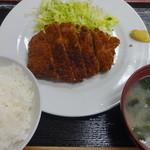 浜松屋食堂 - とんかつ+ご飯+味噌汁:670円