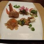 26855502 - 前菜七種盛り合わせ。ホタテの貝柱に金華ハムの味、大陸の味ですね。