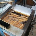 村尾蒲鉾店 - 大量に揚げてます