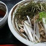 武蔵野うどん 一彩 - 冷製・肉のせもりうどん醤油・ごまだれ味
