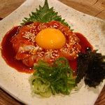 八女小町 - 近江鶏のユッケ(コチジャンと相性ばっちり)