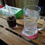 モラ・カフェ - 泡盛の水割り&割用コーヒ^
