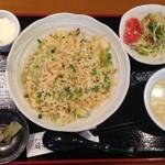 日本橋焼餃子 - レタスチャーハン