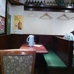 26875491 - テーブル席が並ぶコンパクトな店内。