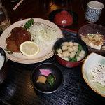 キネマ食堂 - カニクリームコロッケ定食570円