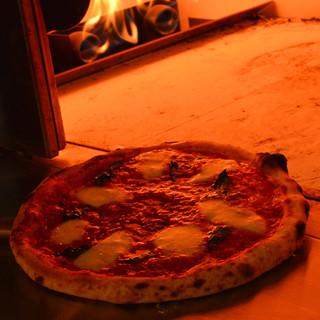 本格石窯で香ばしく、おいしく。季節の食材を彩る◇ピッツァ◇