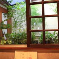 喫茶ルオー-1Fの奥の席は窓が