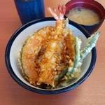 天丼てんや - 天丼(500円)。美味しいです。揚げたてだからでしょうか、海老のプリ感があります