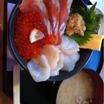 オホーツク美幌食堂 - 三色丼1350円