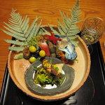 比良山荘 - 八寸 松茸の菊花和え/鮎のなれ寿司の複雑な旨み