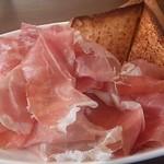 ルカフェ - 料理写真:生ハムとサラミ盛り合わせ