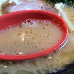 極み家 - 豚骨醤油ラーメン、スープ