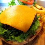 ザ・バーガーピット - マイルドなチェダーチーズ×パティはカナダでも人気の定番バーガー