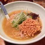 老麺 田ぶち - 鶏とんこつ。ジュージュー焼かれたおこげが印象的