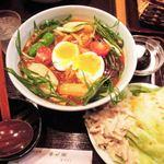うどん亭 瀬戸香 - 注文したのは、こちらの名物メニュー、 七菜カレーうどん(サラダ&デザート付)。具だくさんで美しいね~