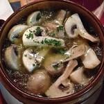 カサ・ベリヤ - マッシュルームのオリーブ油焼き(=アヒージョ¥864)viernes, 2 mayo 2014