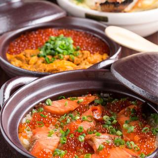 個室居酒屋 東京燻製劇場 - 鮭とイクラの土鍋めし。別名はらこめし♪