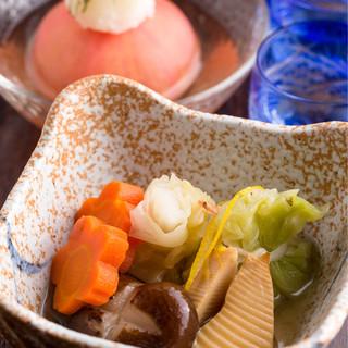 個室居酒屋 東京燻製劇場 - 季節のお野菜の炊き合わせ。やさしい味わい♪