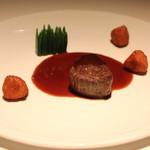キュイジーヌ[s] ミッシェル・トロワグロ - 和牛のフィレ肉 赤ワインソース