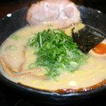 麺屋 風火 大津店 - 塩とんこつ ちぢれ細麺 700円