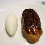ラ・ソラシド フードリレーションレストラン - ほろ苦いキャラメルエクレアと塩ミルクのジェラート