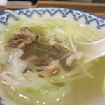 牛たん炭焼 利久 - テールスープは薄味で美味しい