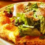ドーノ - 生ハムサラダのピザ