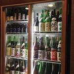 茶居庵 - ケースのなかのすごい日本酒たち