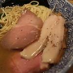麺屋一燈 - 鳥チャーシューと豚チャーシュー