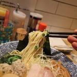 麺屋一燈 - 麺は細麺