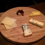 ワインカフェ 大森 - チーズ各種