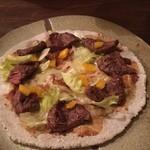 夛左ヱ門 - 鹿肉のピザ! 生地は、蕎麦です。