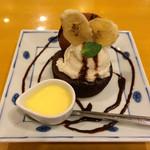 26959758 - チョコレートケーキ 完熟バナナアイス添え