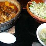 黒猫夜 - 豚の角煮のせ土鍋ごはん